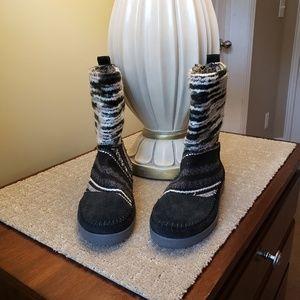 Toms Black/Gray/White Ladies Boot Size 5